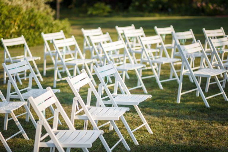 כיסאות להשכרה