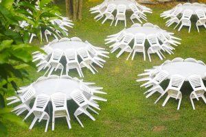 כסאות פלסטיק להשכרה בצבע לבן